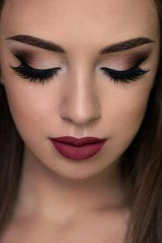 Maquillaje de noche que combine con vestido negro