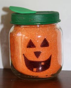 We have a nice collection of halloween crafts for kids that range from ghosts, spiders, bats to haunted houses and pumpkins. Kids are sure to love these Halloween crafts. Diy Halloween, Halloween Crafts For Toddlers, Toddler Halloween, Preschool Halloween, Baby Jars, Baby Food Jars, Baby Food Jar Crafts, Mason Jar Crafts, Holiday Crafts