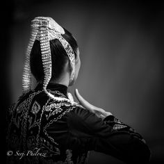 European Costumes, Celtic, Portraits, Traditional Dresses, Rings For Men, France, Black And White, Beautiful, Brittany