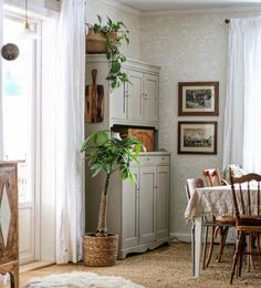 Dining Nook, Kitchen Dining, Living Spaces, Living Room, Nordic Interior, Ladder Decor, Color Schemes, Sweet Home, House