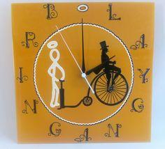 Kézzel festett üvegóra - Bringangyal - céges ajándék - 30x30 cm Clock, Wall, Home Decor, Watch, Decoration Home, Room Decor, Clocks, Walls, Home Interior Design