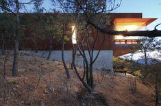 Casa que emerge de la montaña - Noticias de Arquitectura - Buscador de Arquitectura