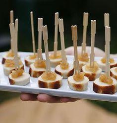 Bouchées apéritives gourmandes au boudin blanc et confit de pommes faites rapidement et simplement ! Une idée proposée pour le pique-nique avec des piques !