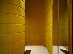 Valentino India Mahdavi hat in London den Flagshipstore für REDValentino gestaltet – und dabei eine verträumte Retrowelt geschaffen, in der eine Altbekannte neuen Glanz gewinnt. (Foto: Valentino) I