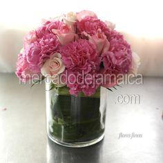 centro de mesa con rosas y clavel