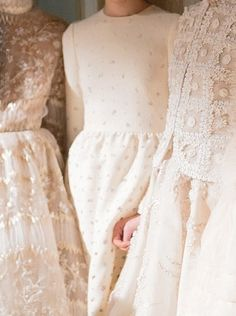 Valentino Haute Couture- I like the blush! Pretty Dresses, Beautiful Dresses, Lace Dresses, Cream Dresses, Runway Fashion, Fashion Beauty, Spring Fashion, Fashion Trends, Non Plus Ultra
