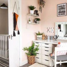 Uni Bedroom, Small Room Bedroom, Room Ideas Bedroom, Bedroom Decor, Bedroom Inspo, Study Room Decor, Teen Room Decor, Home Office Design, Home Office Decor