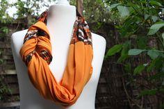Hier mal wieder ein Loop aus meiner Loopmania-Kollektion, diesesmal ein besonders edles und elegantes Exemplar aus hochwertigem Jerseystoff, hier in orange und tlw. mit braun-orange Muster. Der...