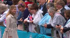 Royal Central (@RoyalCentral) on Twitter: Patron's Lunch in Honor of Queen Elizabeth's 90th Birthday, June 12, 2016-Lady Louise Windsor, on her first walkabout, chats with the crowds