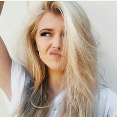 Loren Gray added a new photo. Loren Grey, Pretty People, Beautiful People, Gray Instagram, Instagram Story, Hairstyles Haircuts, Hair Goals, Blonde Hair, Your Hair