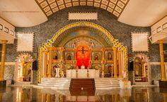 Koonammavu-St.-Antony's-Church-Altar-001
