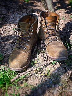 Red Wing Shoes 8113 Iron Ranger in Hawthorne Muleskinner Red Wing Boots, White Boots, Sock Shoes, Men's Shoes, Wing Shoes, Jeans And Sneakers, Jeans And Boots, Red Wing 8113, Mens Rugged Boots
