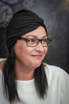 Kényelmes és divatos viselés. #turbán #feketeturbán #fekete #divatos #divat  #nőiturbán #női Turbans, Woman, Trending Outfits, Unique Jewelry, How To Wear, Vintage, Black, Fashion, Moda