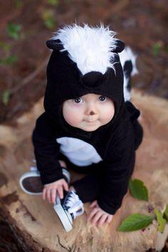 Make skunk costume yourself: DIY & instructions maskerix.de - Make skunk costume yourself Costume idea for carnival, Halloween & carnival -
