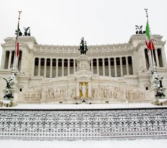 The Altar of Motherland covered by snow, a really rare event in Rome, Italy    |  45 Reasons why Italy is One of the most Visited Countries in the World