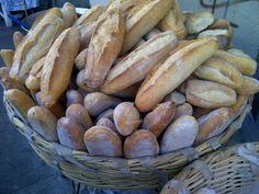 Birotes en Guadalajara, cortesia de Cecilia Marquez. Mexican Spanish, Mexican Style, Real Mexican Food, Mexican Food Recipes, Mexican Kitchens, Favorite Recipes, Culture, Bread, Western World