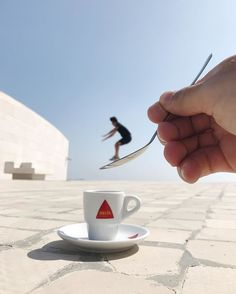 No Photoshop was used in the making of these Optical Illusions Photos) Perspective Pictures, Forced Perspective, Face Painting Tutorials, Face Painting Designs, Illusion Photography, Japanese Tattoo Symbols, Cool Optical Illusions, Traditional Japanese Tattoos, Perfectly Timed Photos