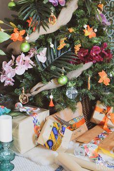 Tropical Bohemian Christmas Tree - Casa Watkins Living Tropical Christmas Trees, Bohemian Christmas, Christmas Tree Ornaments, Christmas Decorations, Table Decorations, Holiday Decor, Christmas 2017, Winter Christmas, Christmas Interiors