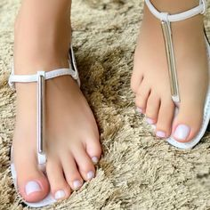 women feet in thong sandals strap 1 Nice Toes, Pretty Toes, Sexy Sandals, Strappy High Heels, Feet Soles, Women's Feet, Pies Sexy, Girls Flip Flops, Barefoot Girls