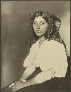 An Italian woman. Portraits from Ellis Island, Augustus Sherman.