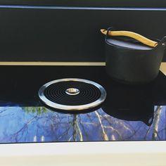 """Architect's Home in 🇫🇮 sanoo Instagramissa: """"Keittiödetaljit jatkuvat toisella teknisellä laitteella, johon suhtauduin etukäteen hieman ristiriitaisesti. Olin nähnyt lieteen…"""" Bluetooth, Electronics, Instagram, Consumer Electronics"""