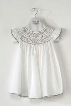 White DRESS 100% cotton with handmade grey smocking - ref: *melancia*