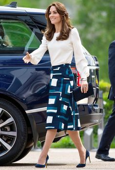 Catherine, The Duchess of Cambridge. Catherine, The Duchess of Cambridge. Moda Kate Middleton, Style Kate Middleton, Kate Middleton Skirt, Kate Middleton Fashion, Kate Middleton Outfits, Princess Kate, Princess Shoes, Elegantes Business Outfit, Kate And Harry
