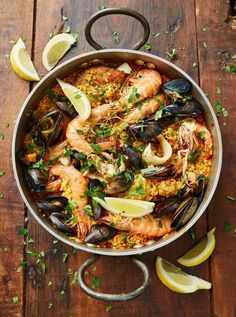 This delicious paella has a taste of everything you can ask for! Join me as we delve into the delights of Jamie Oliver's variety of paellas with a simple recipe that will leave your friends and family begging for more. Fish Recipes, Seafood Recipes, Chicken Recipes, Cooking Recipes, Healthy Recipes, Healthy Food, Spanish Paella, Spanish Food, Seafood Paella