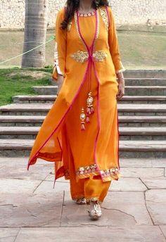 Salwar Kameez from Fleabizzare. Punjabi Dress, Saree Dress, Pakistani Dresses, Indian Dresses, Indian Outfits, Indian Attire, Indian Wear, Kurta Designs, Blouse Designs