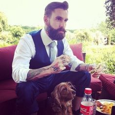 beard. dog. sandwich. tats. ... Where is this man, && why can't he be in love with me??
