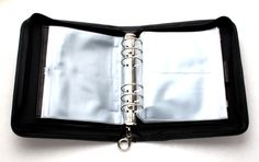 KnitPro Ringbind til rundpinde og hæklenåle Sort - Rito. Knitting Storage, Knitting Needle Case, Interchangeable Knitting Needles, Ring Binder, Knitting Accessories, Pen Holders, Cool Tools, Black Rings, Bag Storage