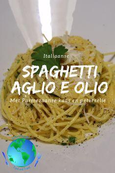 Spaghetti aglio e olio met Parmezaanse kaas - Indenvreemde. Fresh Tomato Spaghetti Sauce, Spaghetti Sauce Easy, Instant Pot Spaghetti Recipe, Vegetarian Spaghetti, Happy Foods, Mediterranean Recipes, My Favorite Food, Pasta Recipes, Italian Recipes