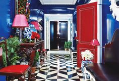For a New York home, interior designer Miles Redd demonstrated his signature talent for working with big, bold hues. The lacquered walls of the apartment's foyer were inspired by the painter Yves Klein. Photo by Miguel Flores-Vianna via Elle Decor. Home Design, Design Entrée, Floor Design, Home Interior Design, Interior And Exterior, Modern Interior, Design Ideas, Interior Decorating, Design Room