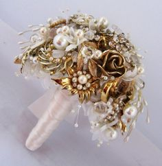 25 Fabulous Bridal Brooch jewelry Bouquets – Pouted Magazine