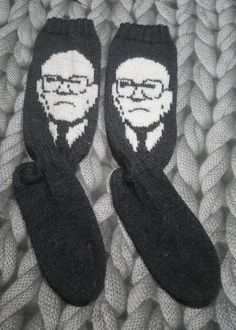 Kekkonen -villasukat #kekkonen #villasukat #neulominen #neulonta #kirjoneule #käsityöt #intarsia #woolsocks #knitting #diy #knit #knittedsocks  #fairislesocks #fairisle #socks #crafts #ull #strumpor #stickat Knitting Socks, Knit Patterns, Handicraft, Sewing Crafts, Knit Crochet, Diy And Crafts, Slippers, How To Make, Handmade