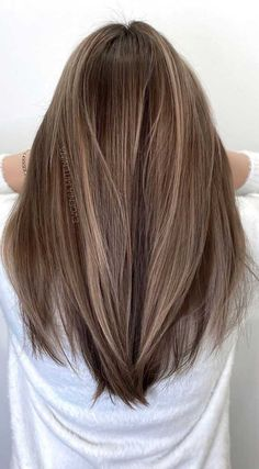 Thinking about switching things up this year It just might be the perfect time to try out a new shade for your hair New Brunette Hair Color With Highlights, Brown Hair Balayage, Brown Blonde Hair, Light Brunette Hair, Black Hair, Highlights For Brunettes, Light Brown Highlights, Balayage Straight, Honey Balayage