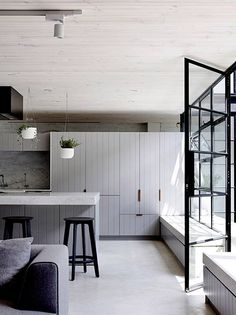 'Minimal Interior Design Inspiration' is a weekly showcase of some of the most perfectly minimal interior design examples that we've found around the web - all Loft Conversion Australia, Interior Design Awards, Interior Design Inspiration, Minimalism Living, 2019 Kitchen Trends, Cabinet Styles, Cuisines Design, Küchen Design, Design Trends