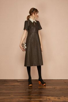 See the complete Orla Kiely Pre-Fall 2017 collection.