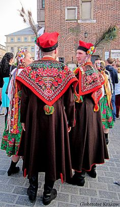 Regional costumes from Kraków, Poland - Polish Folk Costumes / Polskie stroje ludowe Polish Embroidery, Folk Embroidery, Indian Embroidery, Embroidery Stitches, Embroidery Designs, Polish Clothing, Folk Clothing, Woman Clothing, Historical Costume