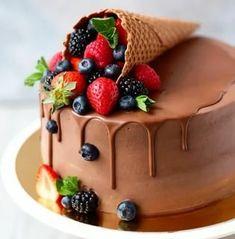 Birthday Cake Decorating, Cake Decorating Tips, Cake Birthday, Strawberry Birthday Cake, Elegant Birthday Cakes, Birthday Parties, Cake Recipes, Dessert Recipes, Fresh Fruit Cake