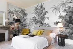 The most beautiful tropical wallpapers Tropical wallpaper: a black and white pattern for a discreet exotic decor. Home Decor Bedroom, Living Room Decor, Master Bedroom, Bedroom Black, Bedroom Ideas, Bedroom Inspiration, Diy Bedroom, Home Design, Interior Design