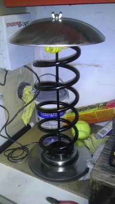 Lamp made from a coil spring and brake disc.                                                                                                                                                                                 Mais