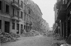 M<3 Milano | La città dopo il bombardamento del 12 agosto 1943 | Fotografia di Federico Patellani | Milan