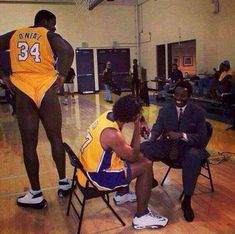 """""""Shaq would show up to practice nude with just shoes on"""" - Phil Jackson // Based on a true story. Funny Nba Memes, Funny Basketball Memes, Funny Humor, Sports Memes, Funny Stuff, Nba Sports, Sports Art, Funny Shit, Hilarious"""