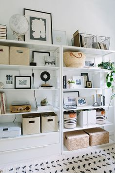 Best Office Shelf Decor Ideas - Page 25 of 26 Home Office Space, Interior, Neutral Living Room Furniture, Shelves, Home Office Organization, Shelf Decor, Home Office Decor, Home Decor Accessories, Home Decor