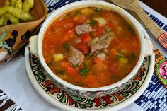 Ciorba taraneasca de porc - CAIETUL CU RETETE Romanian Food, Chana Masala, Thai Red Curry, Mexican, Cooking, Ethnic Recipes, Food, Zucchini, Pork