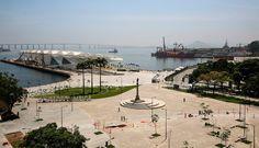 O Museu do Amanhã faz parte do processo de revitalização da zona portuária carioca. Integrado à praça Mauá, recentemente reurbanizada, tem átrio de acesso aberto que funciona como prolongamento do espaço público (foto: Bernard Miranda Lessa)