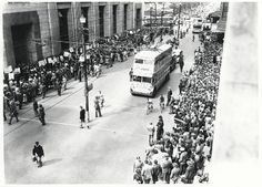 During a lunchtime anti-apartheid demonstration in Darling Street, Cape Town Gil Scott Heron, First Black President, Apartheid, Historical Pictures, African History, Black And White Pictures, Old Pictures, Cape Town, Black History