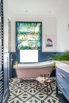 Colorful and Vibrant London Edwardian Home Photos Apartment Therapy, Botanical Bathroom, Blue Wall Colors, Interior Styling, Interior Design, Pink Baths, Lounge Areas, Inspired Homes, Home Photo
