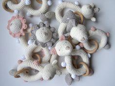 Rattle baby crochet. Baby Shower gift. Teething toy. Crochet